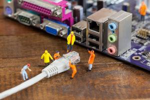 Comment insérer les fils dans le connecteur RJ45?